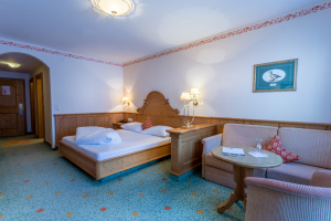 Romantik Classic room at Gutshof Zillertal Hotel, Mayrhofen (photo)